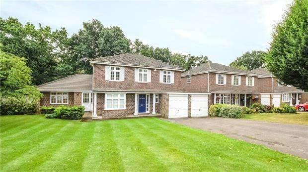 5 Bedrooms Detached House for sale in Corrie Gardens, Virginia Water, Surrey
