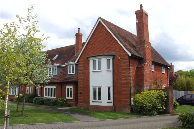 4 Bedrooms Semi Detached House for sale in Lazell Gardens, Betchworth, Surrey, RH3
