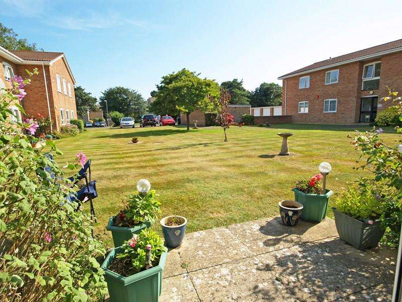 1 Bedroom Ground Flat for sale in Waterford Place, Highcliffe, Christchurch