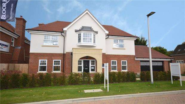5 Bedrooms Detached House for sale in Hatchet Lane, Winkfield, Windsor