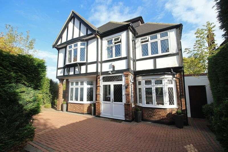 5 Bedrooms Detached House for sale in Knighton Drive, Woodford Green