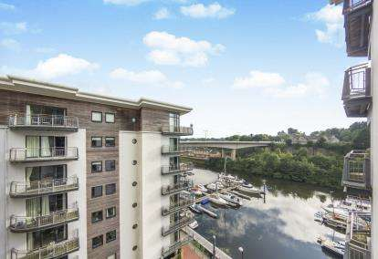 2 Bedrooms Flat for sale in Cambria, Victoria Wharf, Watkiss Way, Cardiff