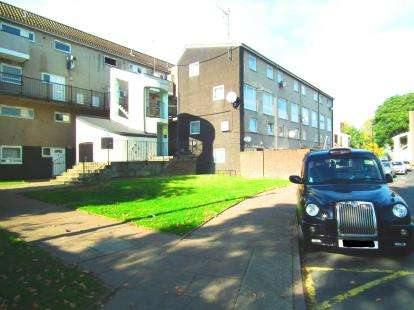 3 Bedrooms Flat for sale in Hadrians Ride, Enfield, Hertforshire