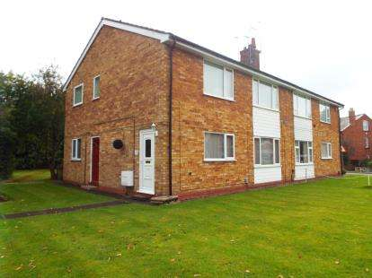 2 Bedrooms Maisonette Flat for sale in Church Road, Astwood Bank, Redditch, Worcestershire