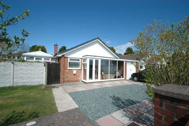 3 Bedrooms Bungalow for sale in Pinfold Lane, Ainsdale, Southport, PR8 3QG