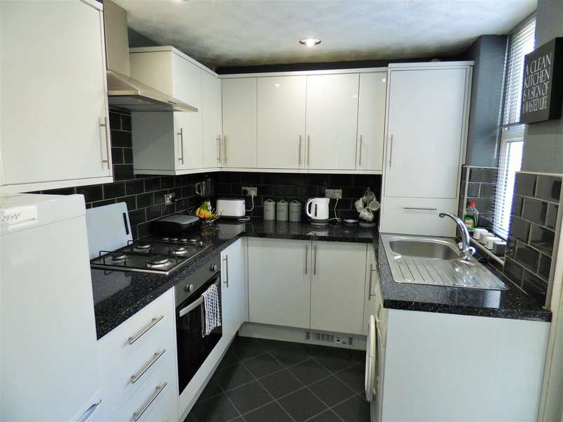 2 Bedrooms Terraced House for sale in Athol Street South, Burnley
