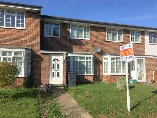 3 Bedrooms Terraced House for sale in Finlays Close, Chessington