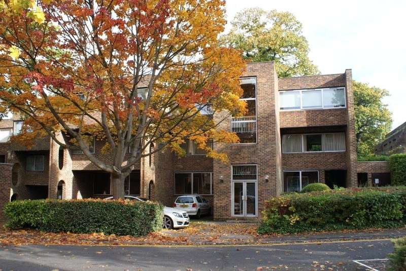 2 Bedrooms Flat for sale in Stroudwater Park, Weybridge, Surrey, KT13