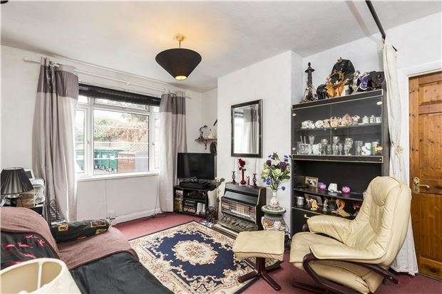 1 Bedroom Flat for sale in Grosvenor Court, London Road, MORDEN, Surrey, SM4 5HQ