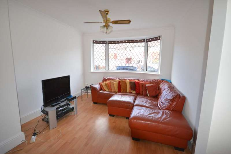 4 Bedrooms Semi Detached House for sale in Naseby Road, Dagenham