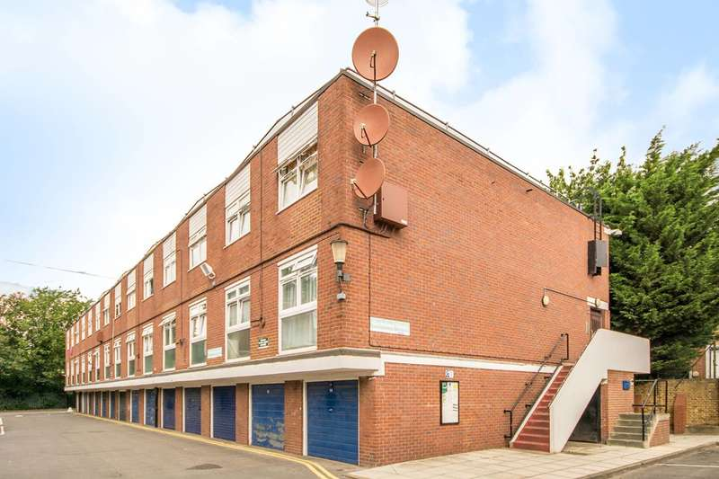 2 Bedrooms Flat for sale in Holmleigh Road Estate, Stamford Hill, N16
