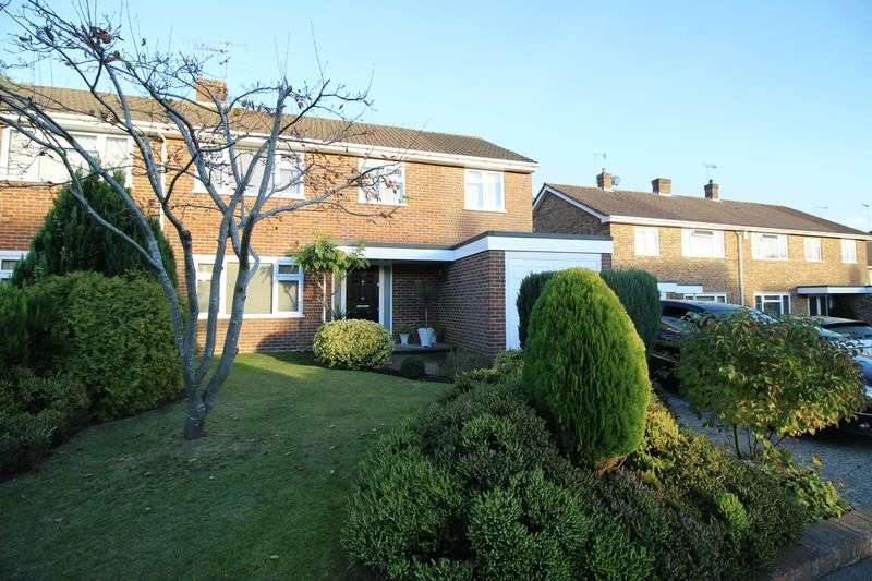 4 Bedrooms Semi Detached House for sale in Hylands Close, Crawley