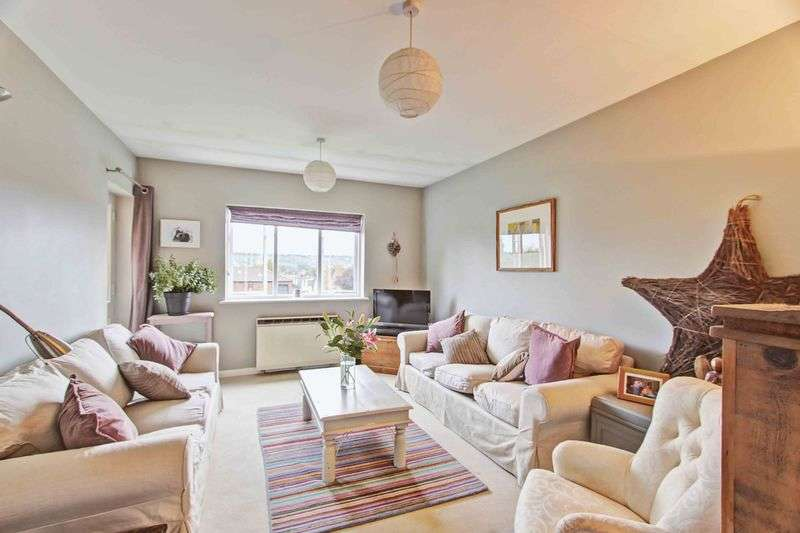 2 Bedrooms Flat for sale in Denton Court, Bobmore Lane, Marlow