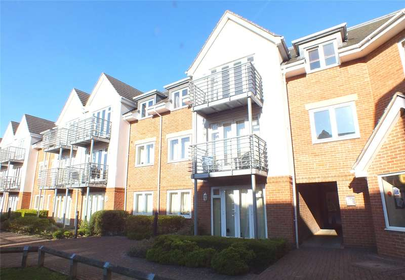 2 Bedrooms Flat for sale in Old Dairy Close, Fleet, Hampshire, GU51