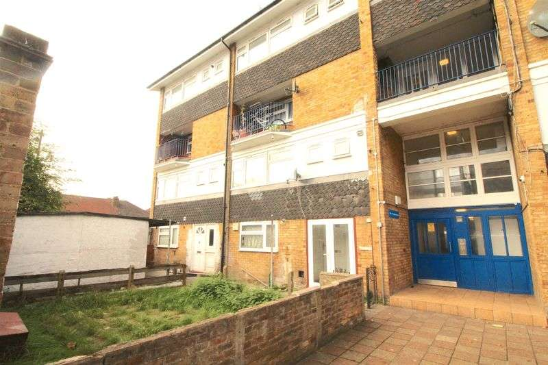 3 Bedrooms Flat for sale in Bounces Road Edmonton N9