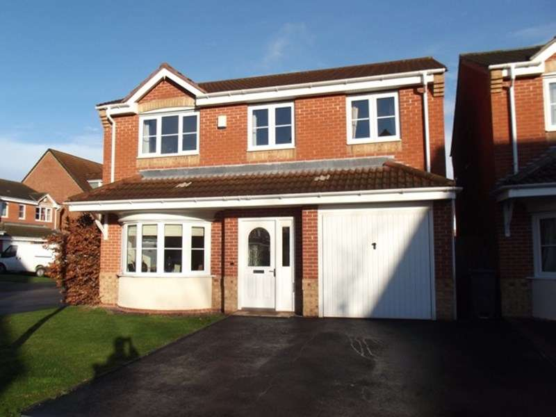 4 Bedrooms Detached House for sale in Far High Drive, Tipton