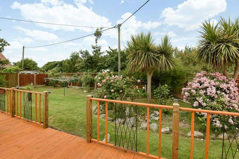 3 Bedrooms Detached Bungalow for sale in Daimler Avenue, CO15 2LN