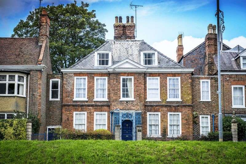 7 Bedrooms House for sale in Hawkes House, Spalding