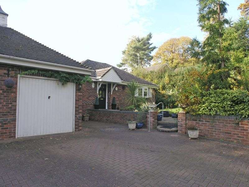 2 Bedrooms Detached Bungalow for sale in PRESTWOOD, The Oval, Headingley Drive