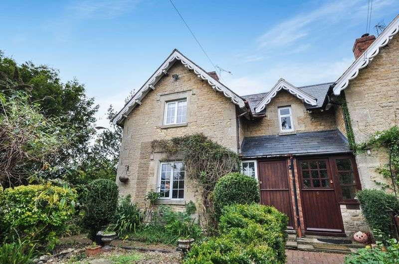3 Bedrooms Semi Detached House for sale in The Paddock Somerton