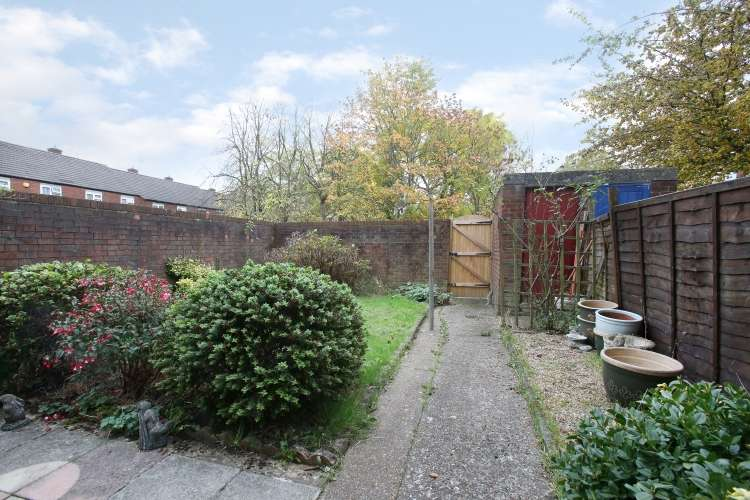 2 Bedrooms Maisonette Flat for sale in Zangwill Road Blackheath SE3