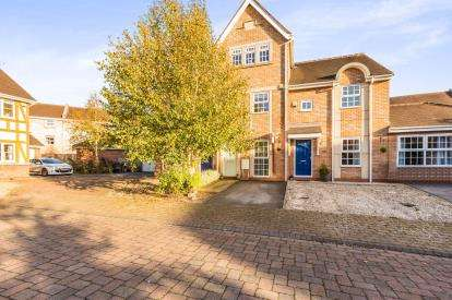 3 Bedrooms Terraced House for sale in Holland House Court, Walton-Le-Dale, Preston, Lancashire