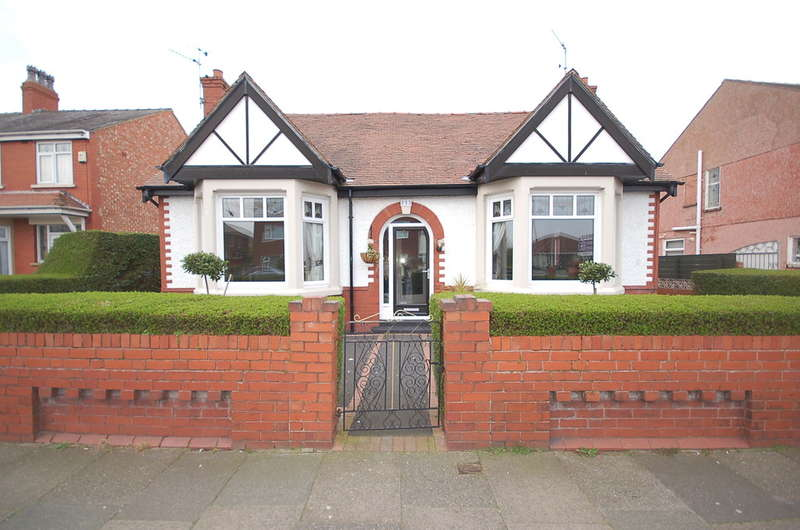3 Bedrooms Detached Bungalow for sale in St Annes Road, Blackpool