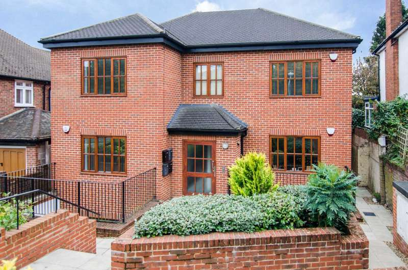 2 Bedrooms Flat for sale in Crofton Road, Orpington, BR6 8AE