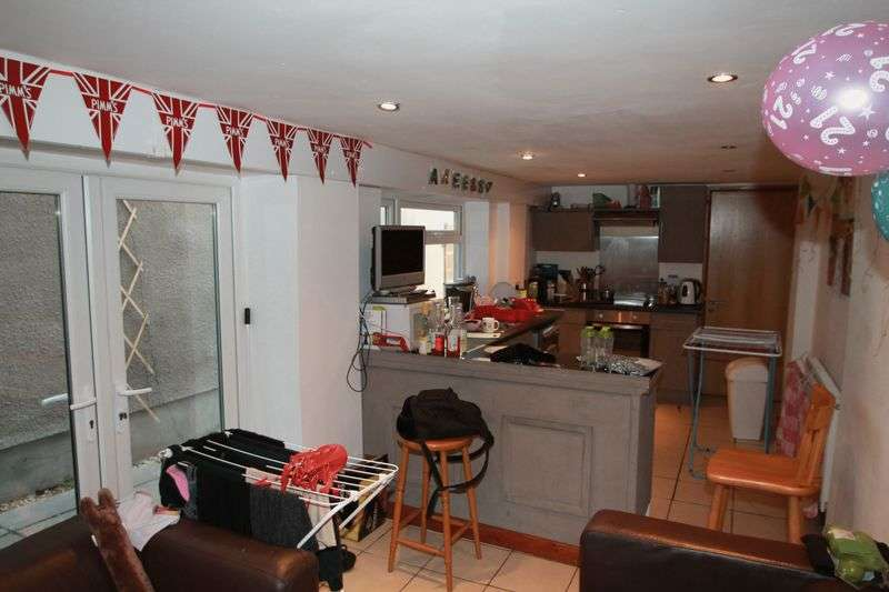 5 Bedrooms Terraced House for rent in Wyeverne Road, Cardiff