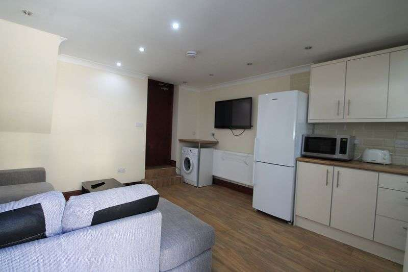 6 Bedrooms Terraced House for rent in Rhymney Street, Cardiff