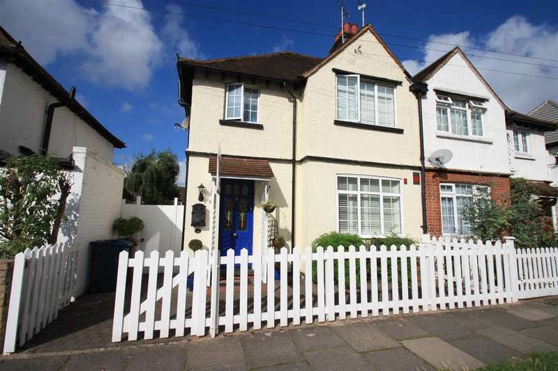 3 Bedrooms Semi Detached House for sale in Glebe Road, Stanmore