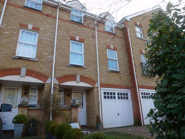 5 Bedrooms Town House for sale in Draper Close, Isleworth, Middlesex