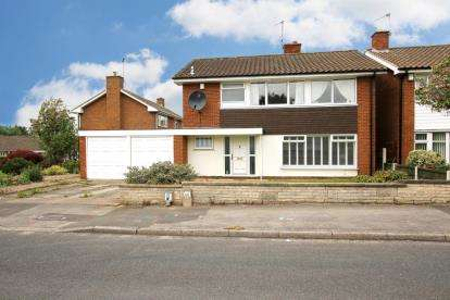 4 Bedrooms Detached House for sale in Robinson Drive, Worksop, Nottinghamshire