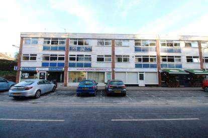 2 Bedrooms Flat for sale in Silverdale Road, Gatley, Cheadle, Cheshire