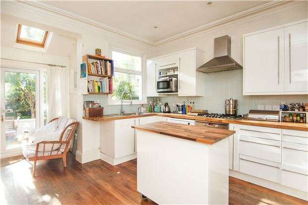 4 Bedrooms End Of Terrace House for sale in Gatwick Road, LONDON, SW18 5UF