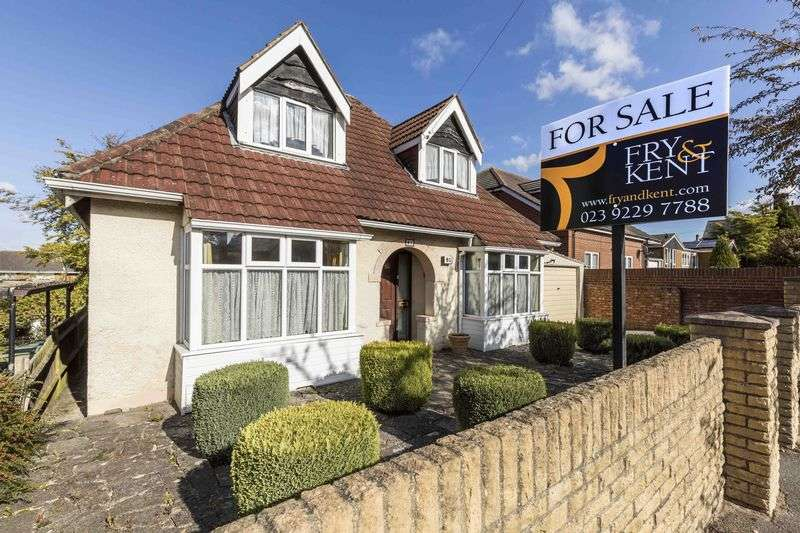3 Bedrooms Detached Bungalow for sale in Stakes Road, Waterlooville