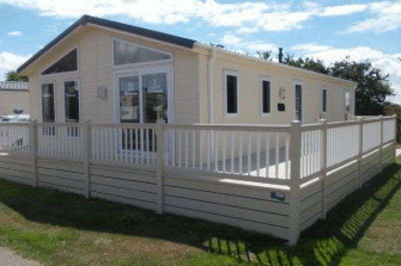 2 Bedrooms Bungalow for sale in Sheerness Holiday Park, Sheerness, Kent, ME12 3AA