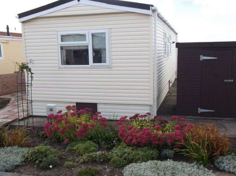 2 Bedrooms Bungalow for sale in 244 West Shore Park, Walney, Barrow-in-Furness, Cumbria, LA14 3XZ