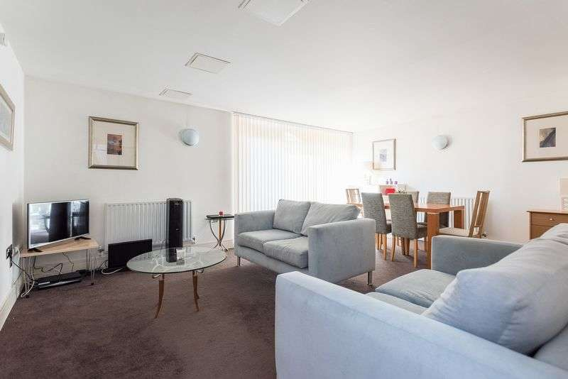 2 Bedrooms Flat for sale in Very Large, 2 Bedroom 2 Bathroom, Turner House, Cassilis Road, E14