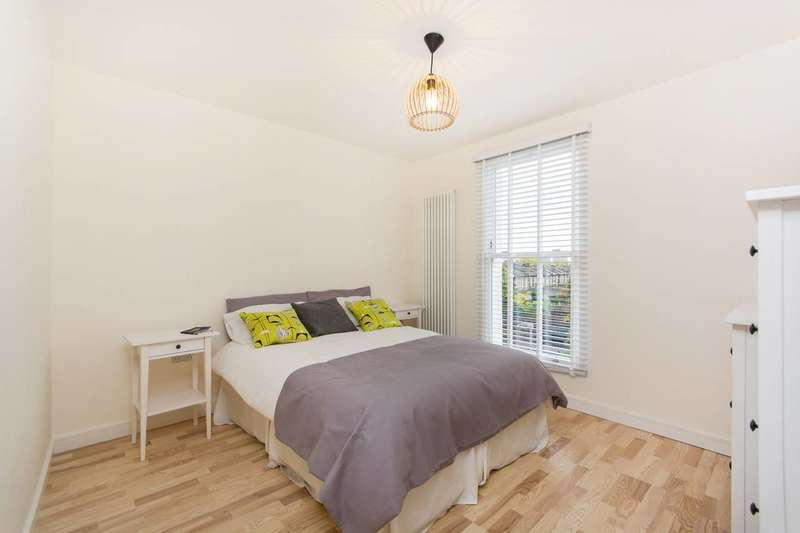 2 Bedrooms Flat for sale in Queens Road, Peckham, SE15