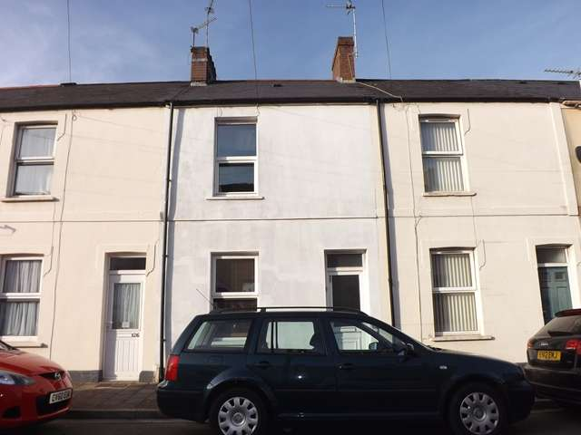 2 Bedrooms Terraced House for sale in ROATH - Extended Traditional style, mid terrace house convenient for City Road
