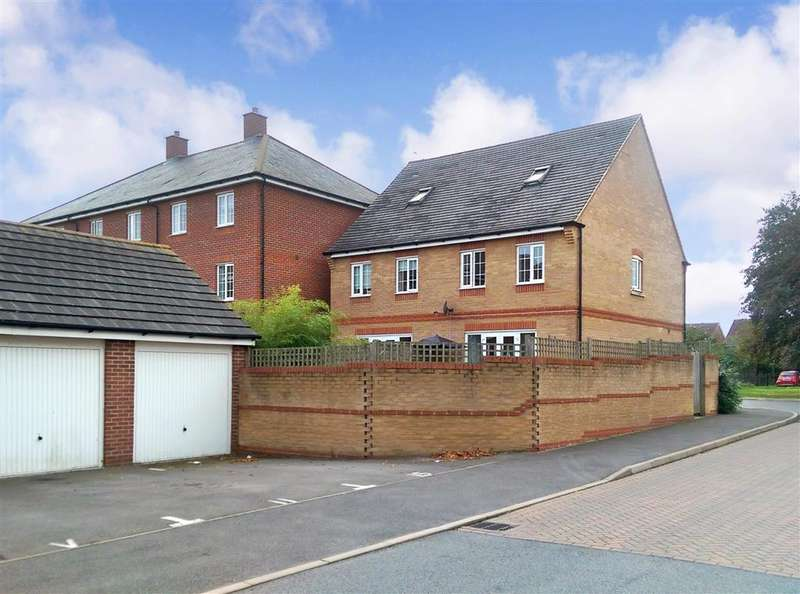 3 Bedrooms Semi Detached House for sale in Neville Duke Way, Tangmere, Chichester, West Sussex