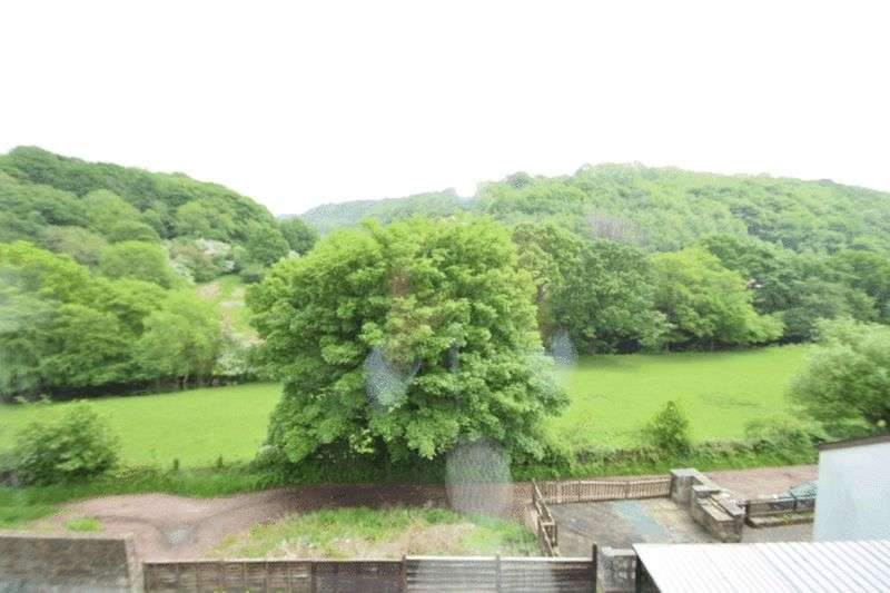 3 Bedrooms Terraced House for sale in Cwmavon Road, Pontypool