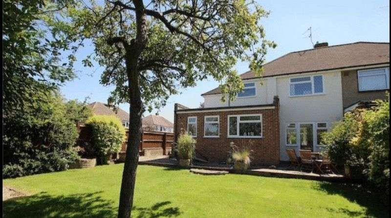 4 Bedrooms Semi Detached House for sale in Cardinal Drive, Walton-On-Thames