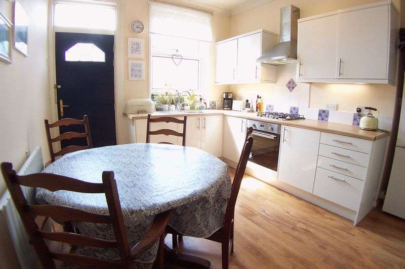 4 Bedrooms Terraced House for sale in Burley Lodge Road, Leeds
