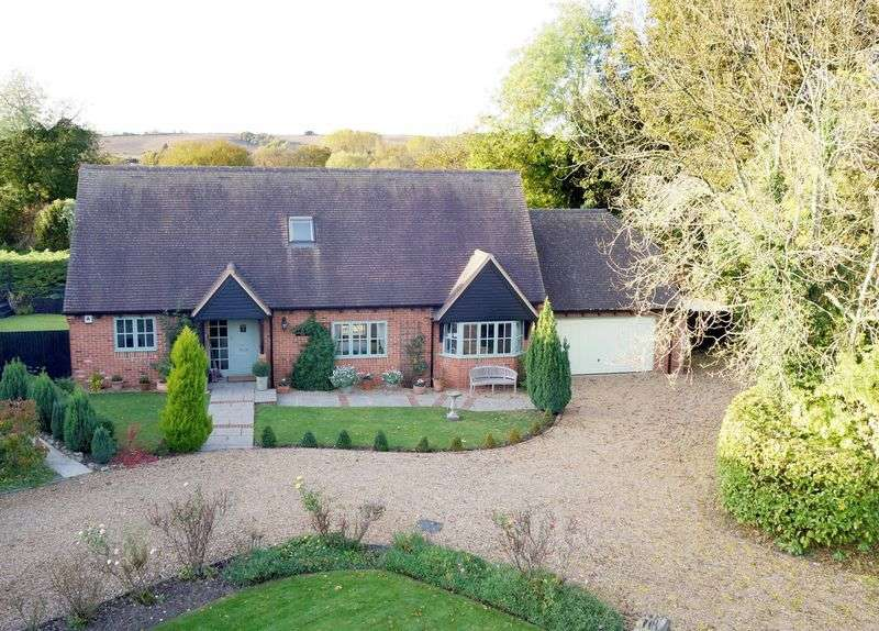 4 Bedrooms Detached House for sale in Lower Church Street, Cuddington