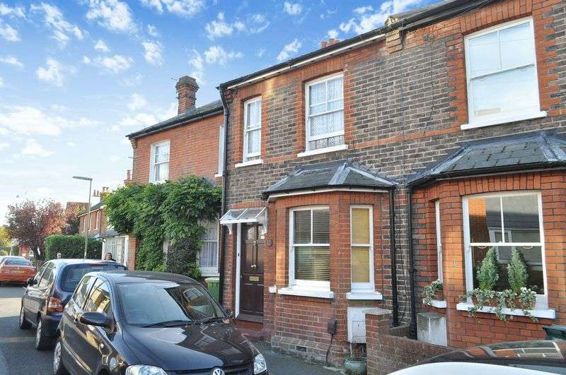 2 Bedrooms Terraced House for sale in Linden Road, Leatherhead
