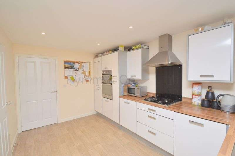 4 Bedrooms Semi Detached House for sale in Poethlyn Drive, Queens Hill, Norwich
