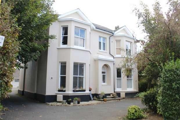 2 Bedrooms Flat for sale in 57 Norfolk Road, Littlehampton, West Sussex