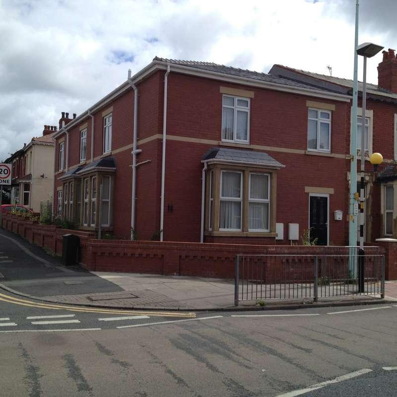 6 Bedrooms Terraced House for sale in Grasmere Road, Blackpool